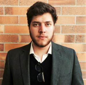 Daniel Albuja, Relaciones Internacionales y Administración de Empresas - USFQ